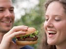 Můžete ochutnat, která restaurace připraví nejlepší hamburger.