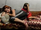 Matka s dcerou v krytu v části Doněcku Petrovskij (1. září 2014)