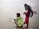 Muž rybaří v Dillí