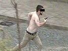 Do půl těla svlečený opilec s plynovou pistolí u břeclavského nádraží ohrožoval...