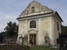 Hřbitovní kaple Povýšení svatého Kříže v Kladrubech nad Labem.