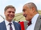 Předseda TOP 09 Karel Schwarzenberg (vpravo) a primátor Prahy Tomáš Hudeček ...