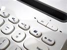 Logitech klávesnice - tlačítka na párování pře Bluetooth.