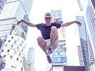 Hradecký tanečník Adam Novák na Times Square v New Yorku.