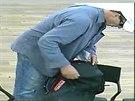 Pachatel, kter� se pokusil vyloupit bankovn� pobo�ku v pra�sk� Oveneck� ulici....