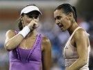 Martina Hingisová a Flavia Pennettaová ve finále čtyřhry na US Open.