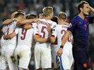 RADOST A ZMAR. Čeští fotbalisté jásají, Nizozemci polykají zklamání.