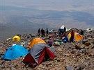 Prostoru pro stany ve výškovém táboře ve 4200 m n.m. není mnoho, ale na...