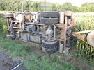 Řidič na Prostějovsku nezvládl řízení a převrátil své nákladní auto do...