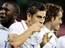 Američtí fotbalisté slaví gól proti českému výběru, v popředí autor Alejandro Bedoya.