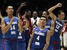 Basketbalisté Filipín slaví výhru nad Senegalem.