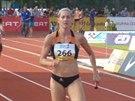 Denisa Rosolová (266) si běží pro vítězství ve štafetě na 4x100 metrů v rámci...