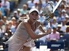 Caroline Wozniacká sprintuje za míčkem během semifinále US Open