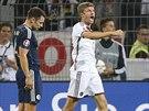 Thomas Müller (vpravo) slaví trefu proti Skotsku.