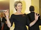 Frances McDormandová pózuje na festivalu v Benátkách, kde převzala čestnou cenu...