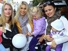 Petra Eli� s dcerami a b�val�mi rosni�kami Karlou Mr��kovou a Romanou J�kl