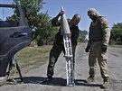 Proru�t� separatist� se zbytky rakety u vesnice Hrabske (Ukrajina, 31. srpna...