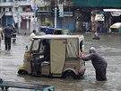 Pákistán postihly jedny z nejhorších záplav za poslední desetiletí (Láhaur, 5....