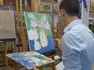 Paleta, na kter� se barvy m�chaj�, nakonec sama vypad� jako abstraktn� malba.