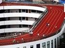 Atletick� ov�l je dlouh� 200 metr� a byl slavnostn� otev�en� v pond�l� 1. z���...