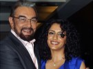 Kabir Bedi a jeho �tvrtá man�elka Parveen Dusanjová (Bombaj, 7. dubna 2014)