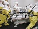 Jedenapadesátiletý Američan nakažený ebolou byl z Libérie dopraven do