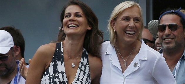 ZASNOUBENY. Legendární tenistka Martina Navrátilová p�i US Open po�ádala o ruku...