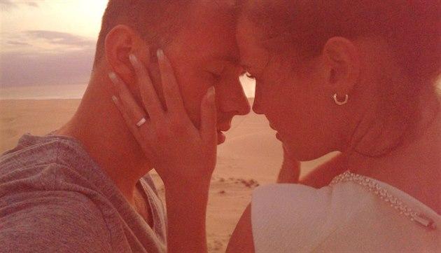 Michael Foret s man�elkou Eli�kou na líbánkách na Kapverdských ostrovech