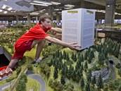 Model Je�t�du v Království �eleznic zatím zakrývá papírová krabice.