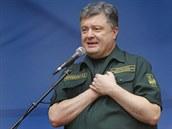 NATO nám dodá moderní zbran�, oznámil v Mariupolu Poro�enko (8. zá�í)