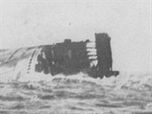 Trosky lodi Kaiser Wilhelm der Grosse u afrických břehů. Zbytky lodi byly...