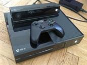 Xbox One s pohybov�m a hlasov�m ovl�d�n�m Kinect a ovlada�em