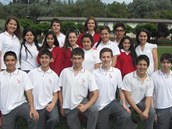 Laura John, Švýcarka žijící trvale v Česku, se svými spolužáky v Chile.