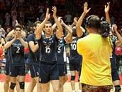 Írán�tí volejbalisté slaví výhru nad Spojenými státy.