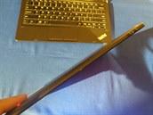 Tenká tabletová část 2v1 zařízení ThikPad Helix.