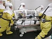 Jedenapadesátiletý Ameri�an naka�ený ebolou byl z Libérie dopraven do nemocnice...