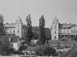 H�ckelovy vily v dob� nejv�t��ho rozvoje a p��e, tedy v dob�, kdy je ob�vali...