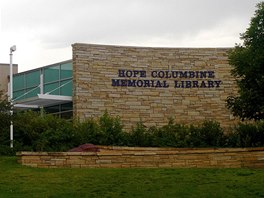 Masakr na střední škole v americkém Columbine připomíná park a nově postavená