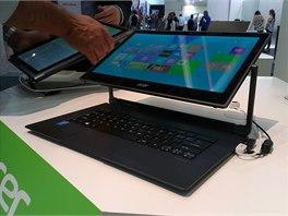 Ultrabook  Acer Aspire R13 při představení na veletrhu IFA v září.