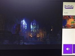 Funkce Snap v akci: vlevo běží Diablo 3, vpravo zápas v Hearthstone...
