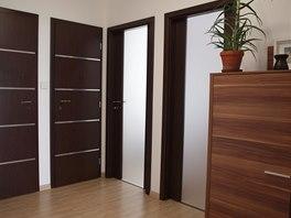 Nové dveře a uvolněná dispozice bytu výrazně napomohly.