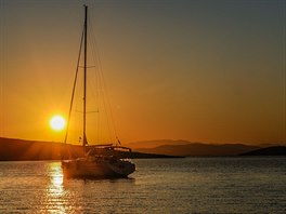 Západ slunce z paluby jachty
