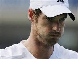 SOUSTŘEDĚNÍ. Andy Murray se koncentruje během osmifinále US Open s...