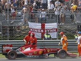 NEDÁ SE NIC DĚLAT, JE KONEC. Fernando Alonso (třetí zleva) musel z VC Itálie...