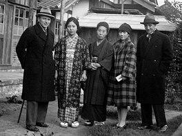 Bedřich Feuerstein (vpravo) v Japonsku na výletě s Nobuko Cučiurovou (první...