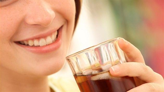 Ameri�ané ho b�n� pijí v limonádách, pro nás je glukózo-fruktózový sirup zatím...