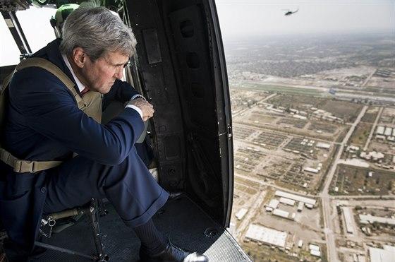 Šéf americké diplomacie John Kerry přistává v Bagdádu (11. září 2014)