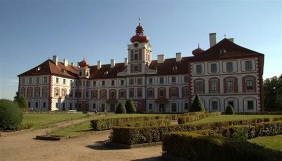 Barokní zámek Mnichovo Hradiště ukrývá knihovnu o 22 tisících svazcích
