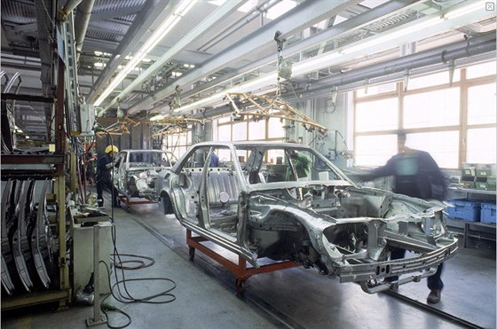 Porsche pom�halo tak� s v�vojem a v�robou motoru pro Mercedes W 124....