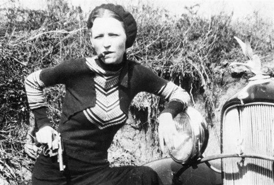 Fotky nalezené policií udělali z Bonnie a Clydea hvězdy.